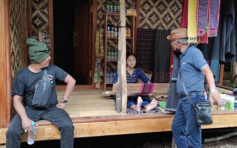Catatan Perjalanan ke Baduy [1]  Menenun dan Perempuan Baduy