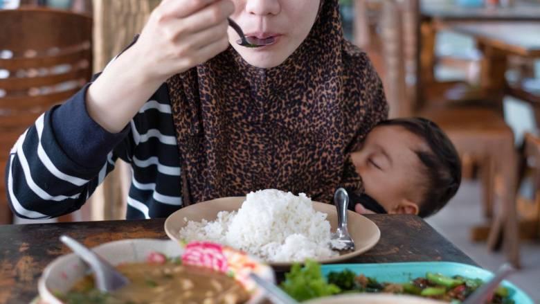 Anak Dulu Memuji Masakan Ibunya, Anak Sekarang Bilang Ibunya Jarang Masak