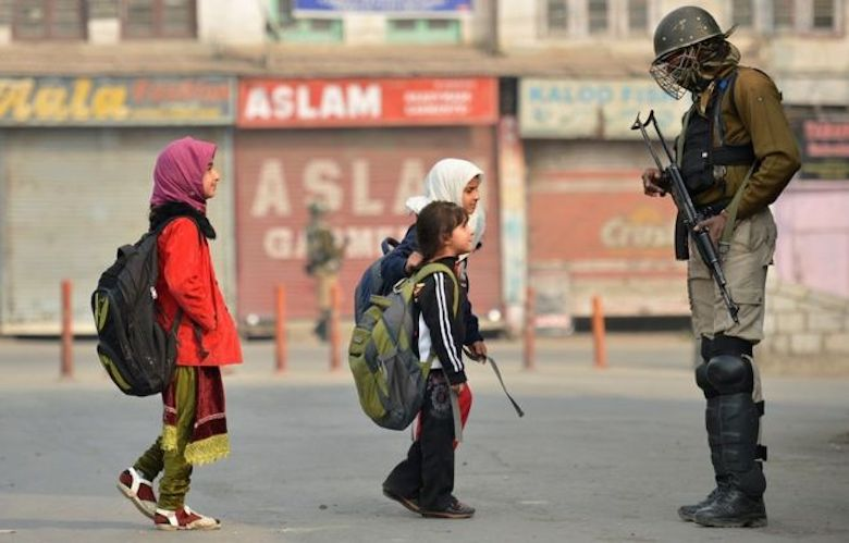 Kashmir Mikir, Tatkala Penguasa India Cabut Hak Otonomi Kashmir