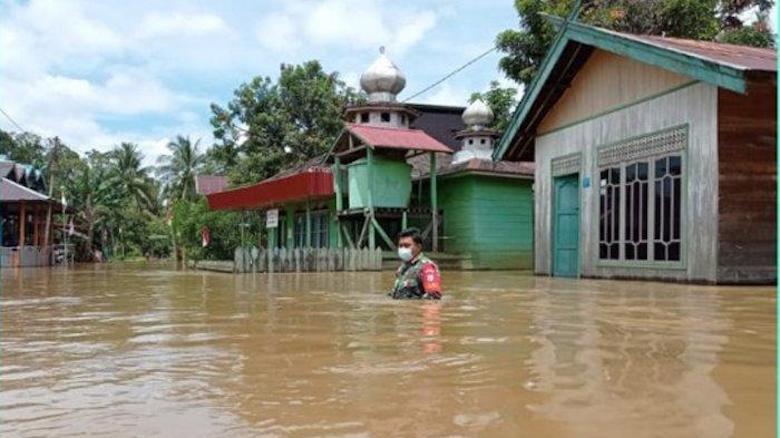Banjir Katingan, Kabinda Kalteng Tinjau dan Berikan Bantuan di Lokasi